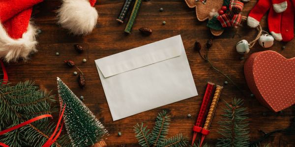 writing-a-letter-to-santa-claus-for-christmas-M9F4AN6